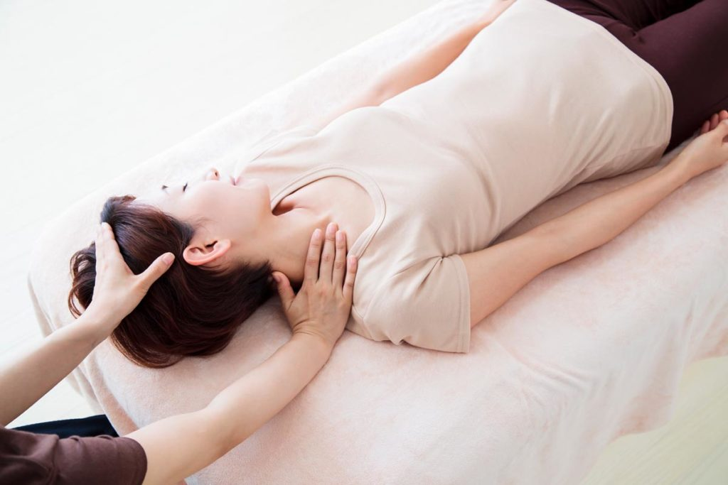 肩や腰の痛みに効果的なパーソナルストレッチ